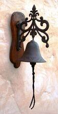 campana de hierro con soporte de madera para entrada tribal