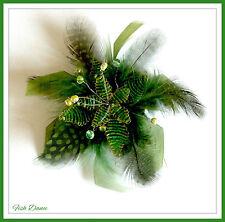 Signore o ragazze Verde capelli clip Fascinator con O SPILLA dalle grandi in metallo di Londra.
