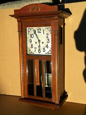 1905 Pfeilkreuz JUGENDSTIL WANDUHR PENDELUHR Nussbaum Uhrkasten Art Nouveau Linz