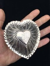 LARGE ANTIQUE HEART SHAPED SILVER BOX BY W. COMYNS. LONDON 1889. CORONET SEAL.