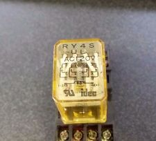 Idec RY4S-UL Relay with Base