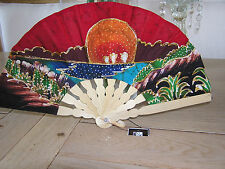 Petit Eventail en BATIK Java  NEUF 35 cm x 19 cm Folding fan