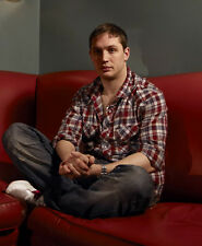 Tom Hardy UNSIGNED photo - D384 - SEXY!!!!!