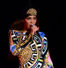 BEYONCE UNSIGNED PHOTO - B791 - IF I WERE A BOY, LISTEN, RUN THE WORLD, HOLD UP