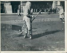 1930 Women Street Sweepers Use Brooms in Russia Location Unknown Press Photo