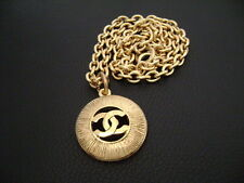 Auth Chanel Vintage Gold CC Round Pendant w/ Gold Chain Necklace