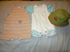 LOT GARCON 3 PIECES : (OBAIBI LCDP)  2 COMBINAISONS + T-SHIRT+ BOB T1-3 MOIS TBE