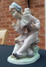 LLADRO NAO FIGURINE - DAISA 1989 - BOY PIERROT/CLOWN WITH SITTING DOG - MINT