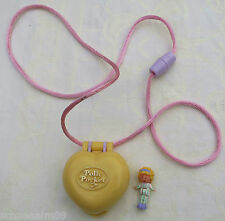 POLLY POCKET Polly in her Bedroom Locket 100% Komplett Medaillon Schlafzimmer