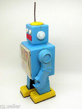 1970x Mechanical Spring Drive Pacing ROBOT - Vintage USSR Soviet Russian Toy AAA
