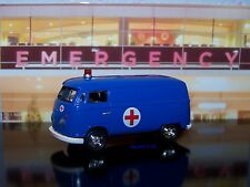 1965 65 VOLKSWAGEN TRANSPORTER BUS AMBULANCE 1/64 SCALE MODEL COLLECT - DIORAMA