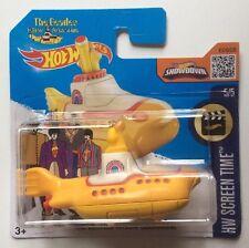 Hotwheels modèles de collection. les insectes sous-marin jaune sur court carte.