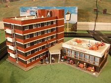 NMINT Kibri Esso Station Hotel Lighted Train Race Track Set Building