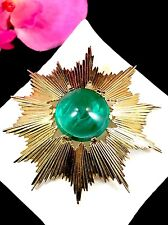STUNNING CROWN TRIFARI 1960'S EMERALD GRIPOIX GLASS CABOCHON STARBURST BROOCH