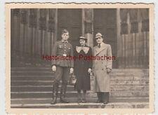 (F11141) Orig. Foto Köln, Werhmacht-Soldat Willi Bager mit Zivilisten vor dem Do