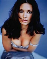 Catherine Zeta Jones UNSIGNED photo - E1617 - STUNNING!!!!!