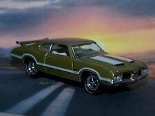 1971 71 OLDSMOBILE 442 W-30 COLLECTIBLE 1/64 SCALE DIECAST MODEL - DIORAMA