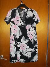 F+F S/Sleeve Floral Pattern V-Neck Tunic Dress 6 Black/White/Pink Mix BNWT