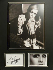 TWIGGY LAWSON Signed 16x12 Photo Display 60s Fashion Icon & CATWALK MODEL COA