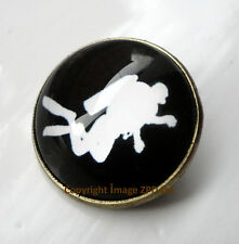 ZPs2 Unusual Scuba Diver Antique Bronze Style Domed Pin Badge Brooch Underwater