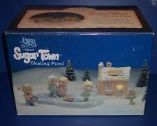 Precious Moments SugarTown Skating Pond 7pc Set 184128 NIB