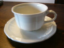 8 Manoir-Luxembourg Villeroy & Boch cups and saucers,