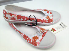 BNWT Teenage Girls Sz 4 Rivers Doghouse Cute Pink/White Canvas Shoes RRP $30