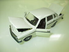 Volvo 144 in creme weiß bianco blanc cream white, Tekno in 1:43 boxed!
