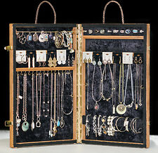 JEWELRY DESIGNS PREMIER DISPLAY PORTABLE CARRYING CASE.SHOWCASE ON THE GO HOLDER