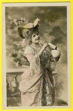 "cpa Fantaisie "" JOYEUSES PÂQUES "" EASTER Costume MARQUISE Le Normand Photo"