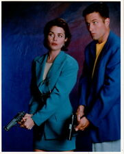 Silk Stalkings Rob Estes Mitzi Kapture with guns 8x10 photo P0303