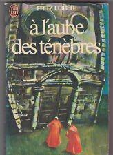 Fritz Leiber - à l'aube des ténèbres - J'ai Lu  de 1976 . Tibor Csernus couv.