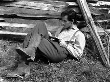 Henry Fonda UNSIGNED photo - D2328 - Young Mr. Lincoln