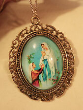 Lovely Lacy Swirled Rim Our Lady of Lourdes Cameo Goldtone Pendant Necklace