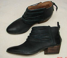 """Material Art""Clark's Women/Ladies Black Leather Ankle Boots size 3 D."