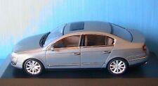 VW PASSAT LIMOUSINE 2005 2.0 TDI GRIS VERT MINICHAMPS 1/43 SALOON VOLKSWAGEN