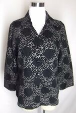 Foxcroft Shirt Top Size 8 Black Polka Dot Wrinkle Free Fitted 3/4 Sleeve