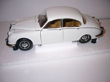 Daimler 250 V8 1967 , Paragon PA98313R 1/18th scale