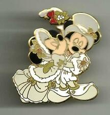 WDW MICKEY AND MINNIE MOUSE UNDER THE MISTLETOE CHRISTMAS 2005 DISNEY PIN