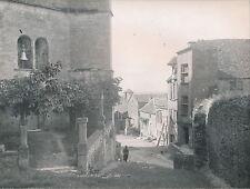 GÉVAUDAN c. 1950 - Rue du Village Cloche de l'Église La Lozère - DIV 5165