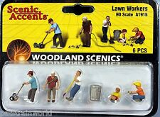 Woodland Scenics HO/HOn3 Set of Lawn Workers (1915)