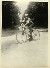 PHOTO ANCIENNE - VINTAGE SNAPSHOT - VÉLO HOMME CYCLISTE BICYCLETTE - MAN BIKE