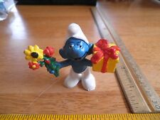 Smurf figure 1978 flowers and giftbox Hong Kong VINTAGE Schleich Peyo