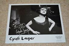 CYNDI LAUPER signed original Autogramm 20x25cm auf altem PRESSEFOTO True Colours