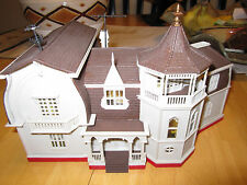 The Munsters - The House at 1313 Mockingbird Lane, HO scale. Fully Assembled.
