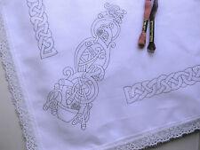 Celtic TABLECLOTH 110x110cm a embroider con bordo in pizzo stampato RICAMO CLOTH