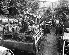 New 8x10 Korean War - Conflict Photo: 24th Infantry Moves to Firing Line, Korea