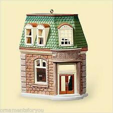 HALLMARK 2006 Corner Bank Nostalgic Houses and Shops Ornament