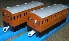 ANNIE and CLARABEL Coaches  Tomy Trackmaster Thomas The Tank Engine Carriage