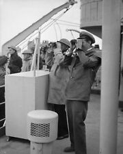 6x4 Photo ww702 Normandy Gold Beach Cpt Campbell Cdr Kimmins HMS Bulolo